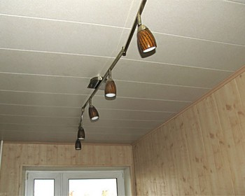 пластиковый потолок в спальне