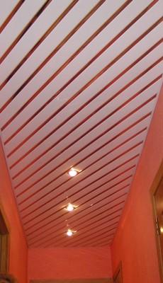 реечный потолок для прихожей